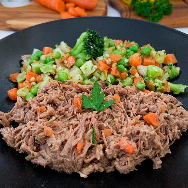 prato de carne de panela com legumes